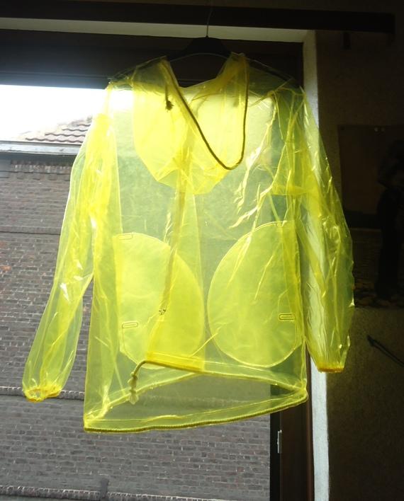 DSC00889 imper jaune translucide