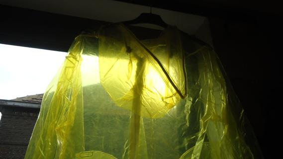 DSC00890 imper jaune translucide