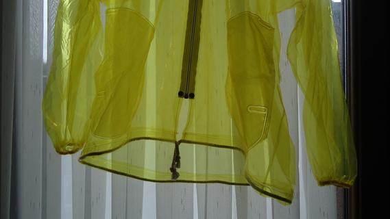 DSC00891 imper jaune translucide