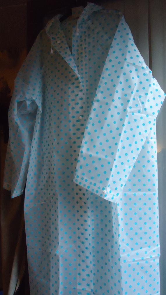 DSC01126 imper blanc a poix bleu