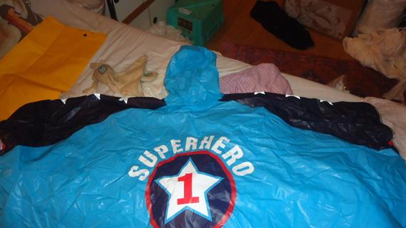 DSC02155 cape plastique super hero