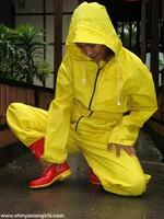 phoca_thumb_l_yellowsuit07