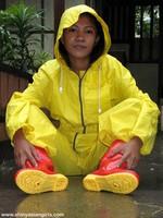 phoca_thumb_l_yellowsuit08