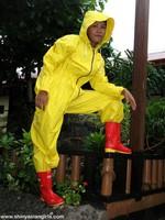 phoca_thumb_l_yellowsuit04
