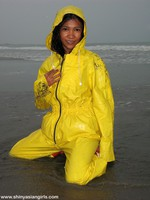 phoca_thumb_l_yellowsuit10