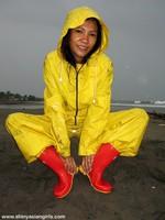 phoca_thumb_l_yellowsuit13