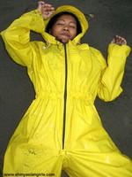 phoca_thumb_l_yellowsuit14