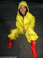 phoca_thumb_l_yellowsuit16