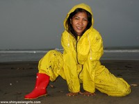 phoca_thumb_l_yellowsuit18