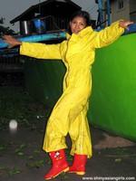 phoca_thumb_l_yellowsuit21