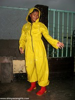 phoca_thumb_l_yellowsuit22