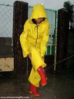 phoca_thumb_l_yellowsuit23