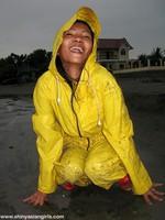 phoca_thumb_l_yellowsuit20