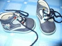 chaussure genre kickers tbe P18 bleu marine avec motif souris 12euros