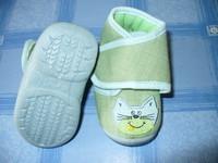 chaussons tout neuf motif chat pointure 19 mais je pense qu'il taille plus petit 4euros