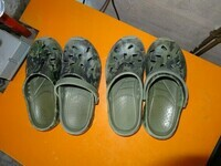 2 paires de types crocs be kaki camouflage pointure 34 3euros le lot ou 2euros la paire