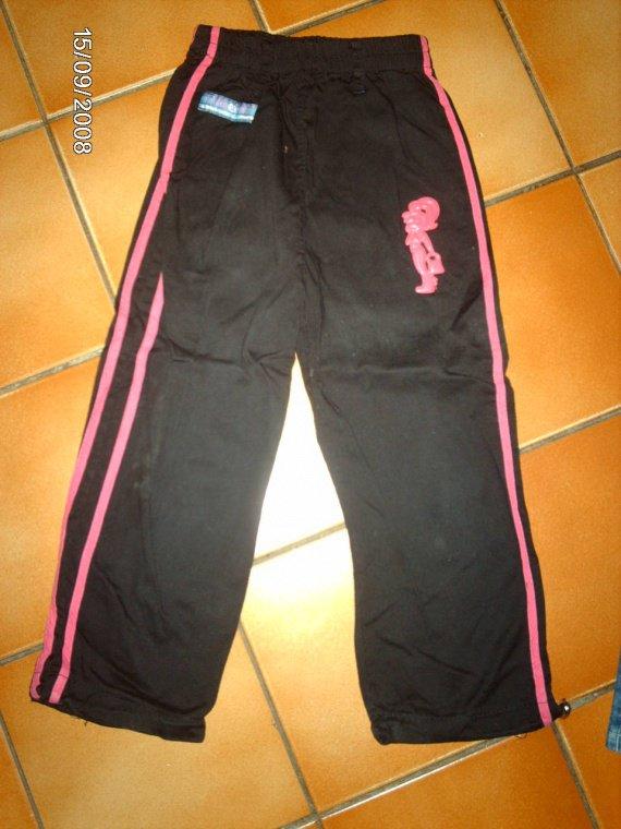 16    pantalon rose et noir  2e  taille 6ans