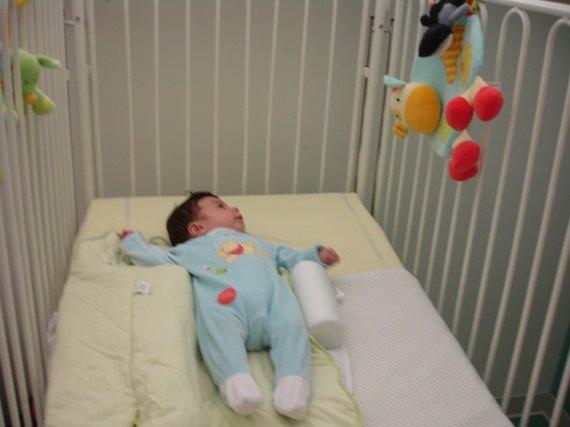 Bander dans son lit - Mon bebe refuse de dormir dans son lit ...
