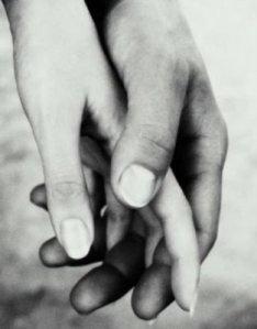 mains-enlacees