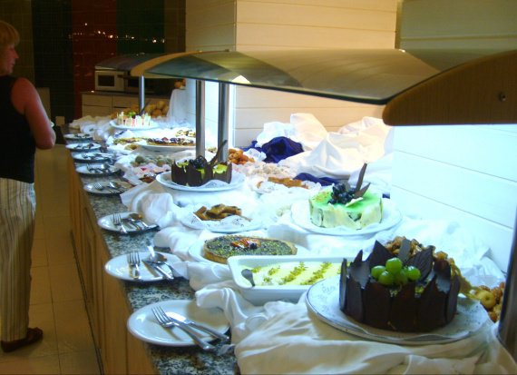 BUFFET DES GOURMANDS