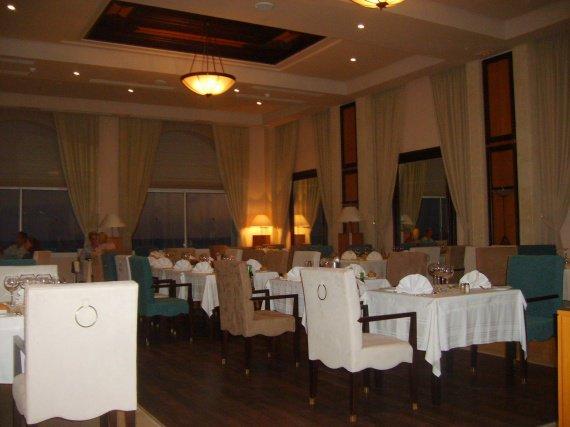 Pour diner dans ce beau restaurant, international ou tunisien