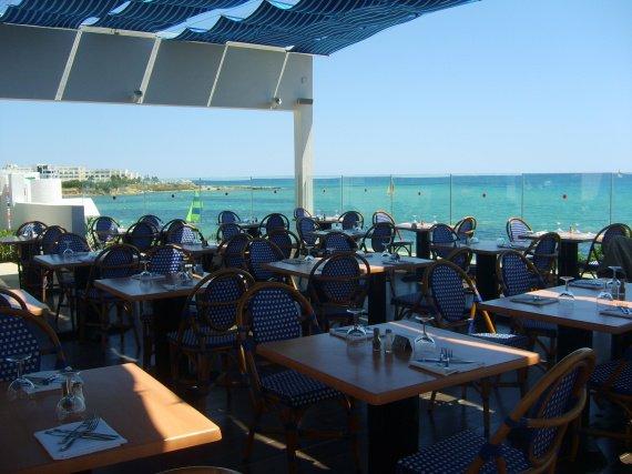 Le restaurant : vue sur mer