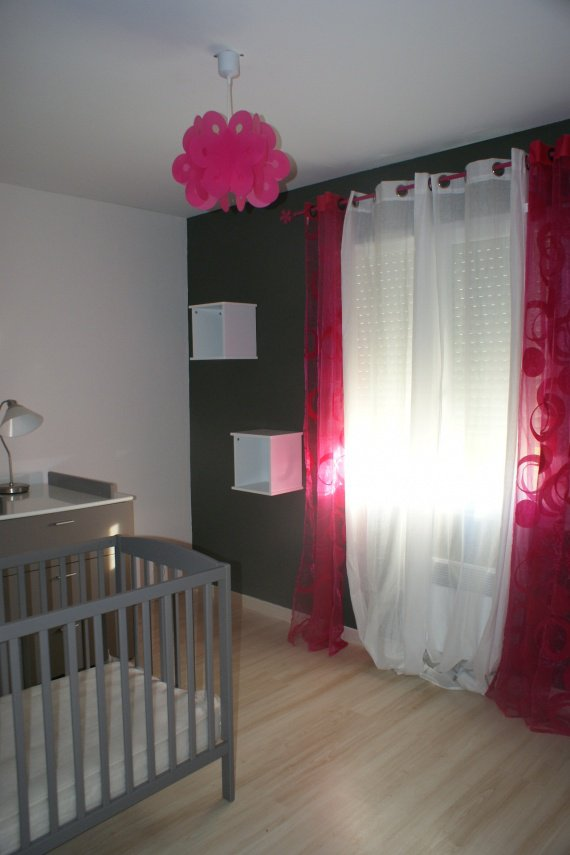 Chambre bebe rose fushia for Photo chambre bebe fille rose