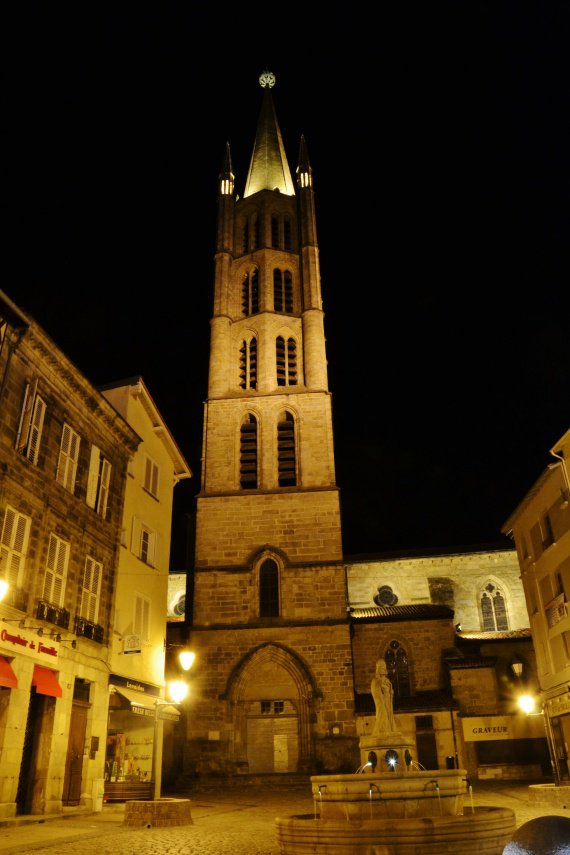 Eglise et place Saint-Michel.