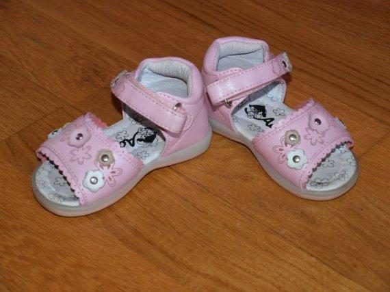 sandales T18 comme neuves 9€