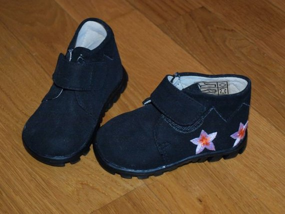 bottines noires 19 neuves 8€