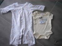 ( P25 ) 4e l ensemble DISNEY STORE - pyjama sans pied + bodis mickey 6/9mois( D)