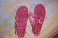 2e - chaussures de plage en plastique Taille 29 etat neuf