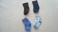 ( P26) 0.30 euro  la paire de chaussettes taille 15/18 3-6 mois ou 1 euro le lot