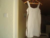 3 euros la robe blanche taille S (D)