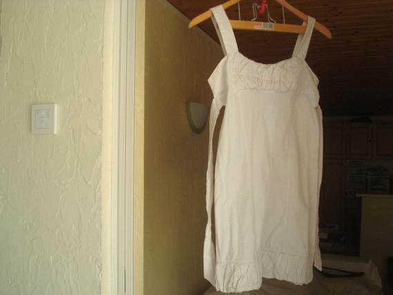 ( P1 B) 3 euros la robe blanche taille S