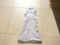 ( B ) 3 euros le haut  robe à bouleà capuche IKKS 12 ans