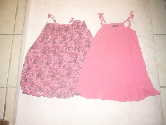 ( P2 B ) 2 euros la robe à bretelles 4 ans
