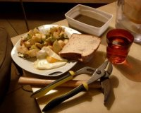 salade de pommes et avocat, accompagné de son œuf et jus de lentilles frais (froid).