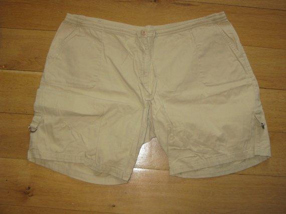 Short beige 52