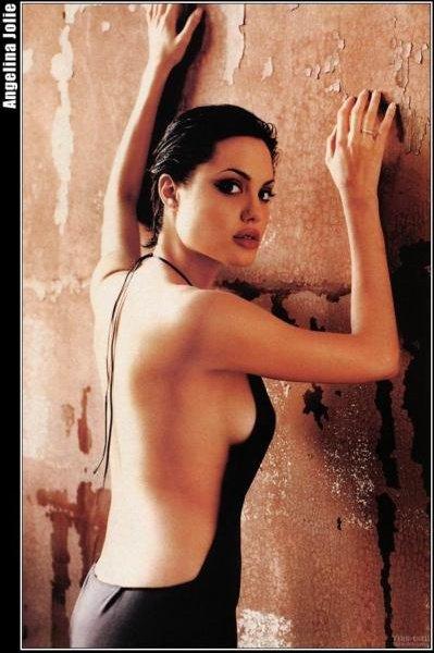 Angelina Jolie de dos +