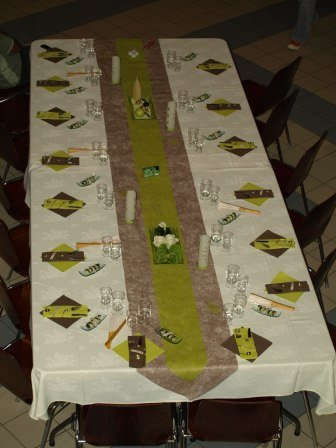 table des adultes couleurs ivoire chocolat et vert anis la boutik d 39 angelik photos club. Black Bedroom Furniture Sets. Home Design Ideas