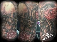 Tatouage réaliste de muertal. Crane et Muerta qui s'embrassent. Tatouage Calypso, Québec Tattoo shop