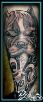 Néo-fascisme, le fleur de lys et la mâchoire de fer tatouage Calypso, Québec Tattoo Shops