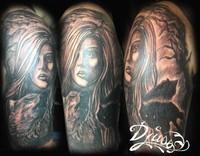 photo-image-tatouage-portrait-visage-femme-loups-realiste-bras-femme-noir-et-gris
