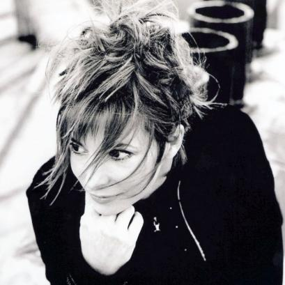 mylene-farmer-2004-robin015-big
