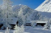 chalets_dans_la_montagne_enneige-713