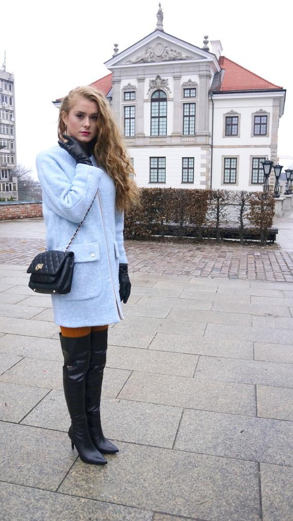 dominika-costro-blog-modowy-fashion-blog-kozaki-do-połowy-uda-muszkieterki-torba-DKNY-carsona-rękawi