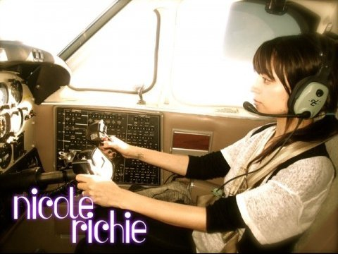 nicoleairplane3