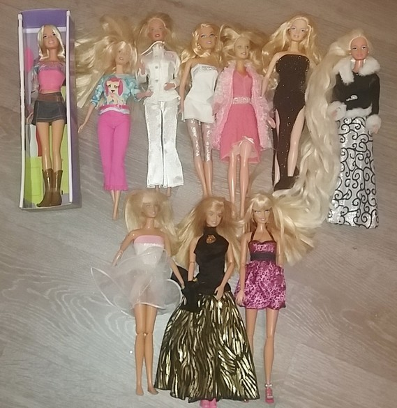 10 Poupées Barbie 40€ lot