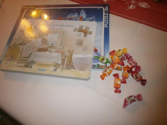 livre puzzle et des bonbons